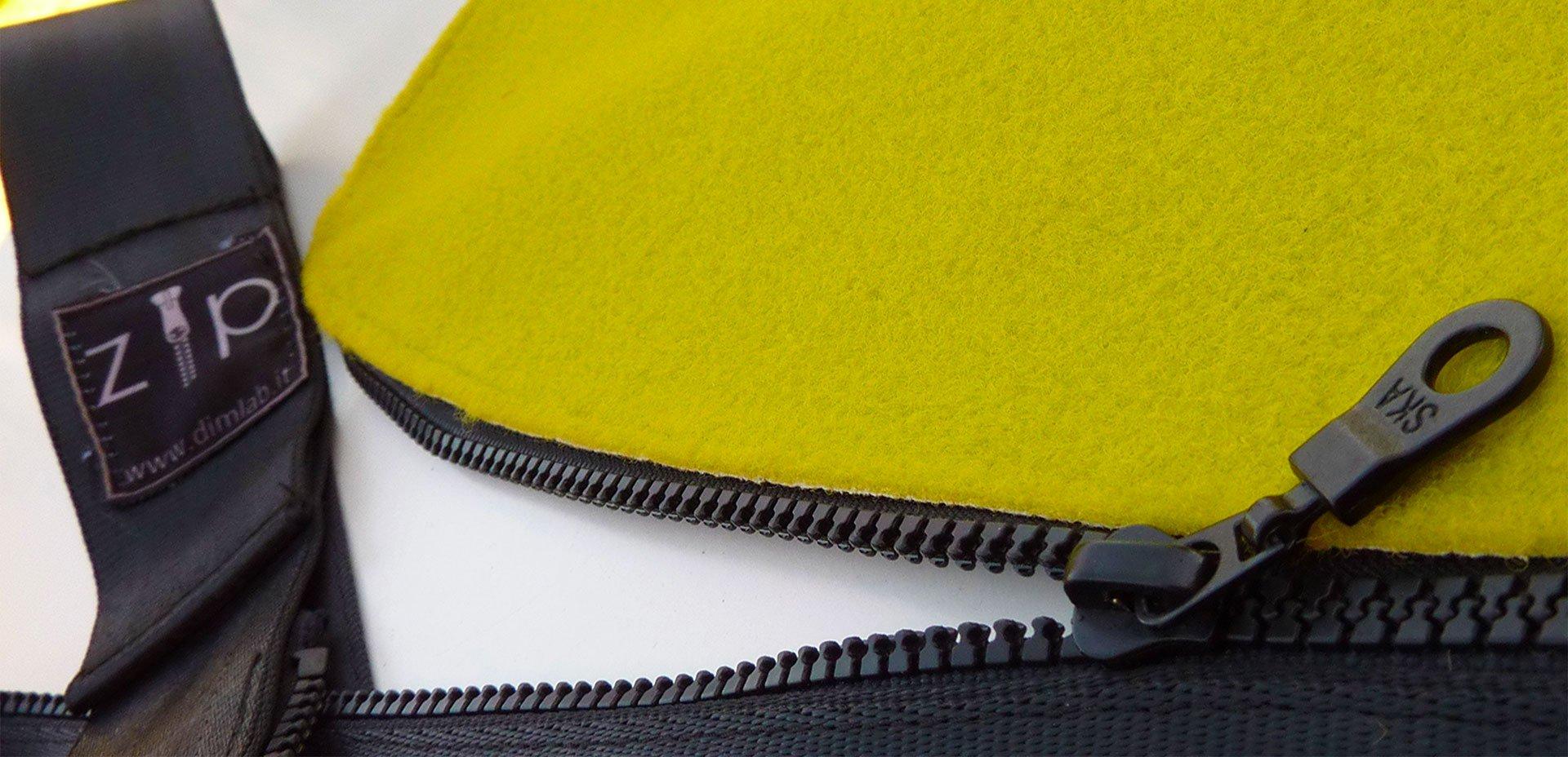 borsa creata con il recupero della moquette