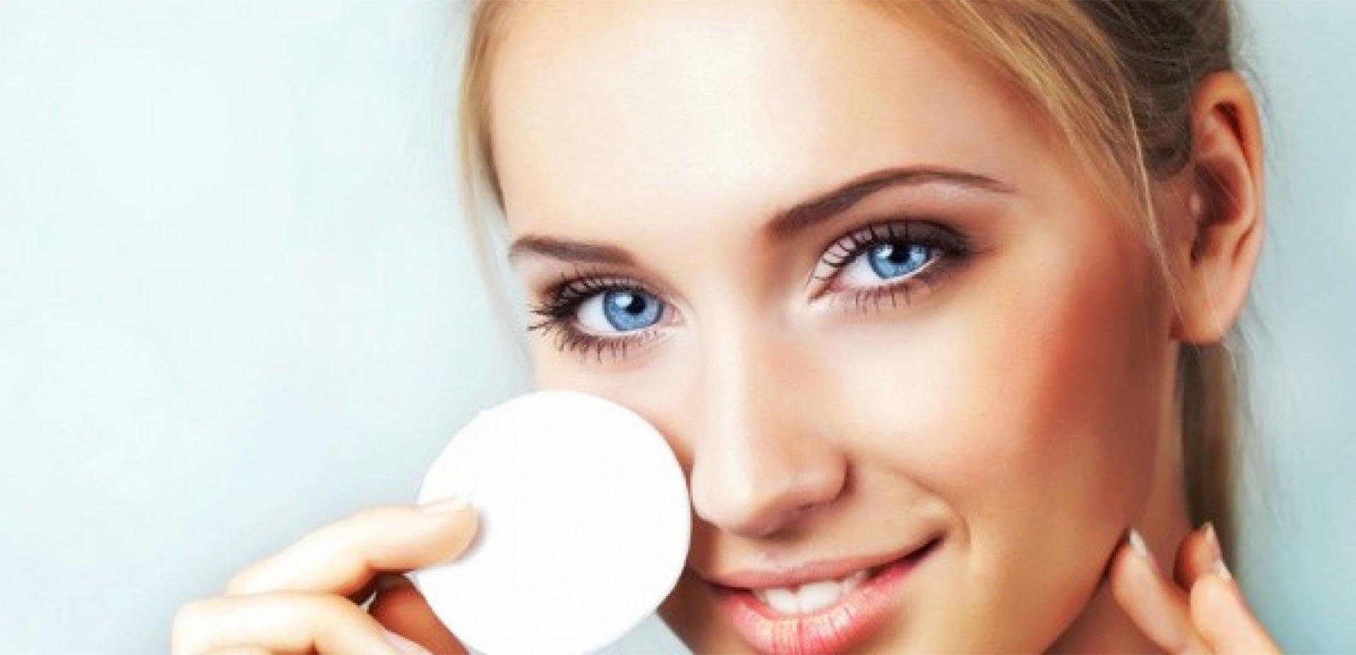 bio detersione della pelle del viso