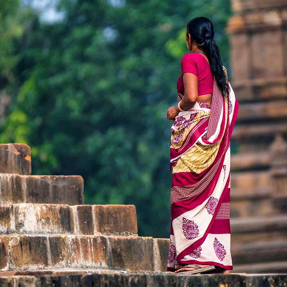 donna indiana in sari