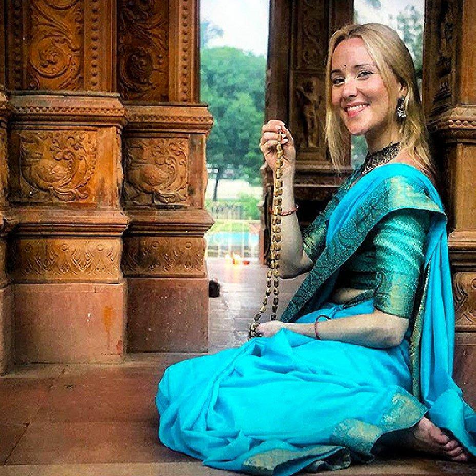 Thea, I mantra per divulgare il Sanatana Dharma