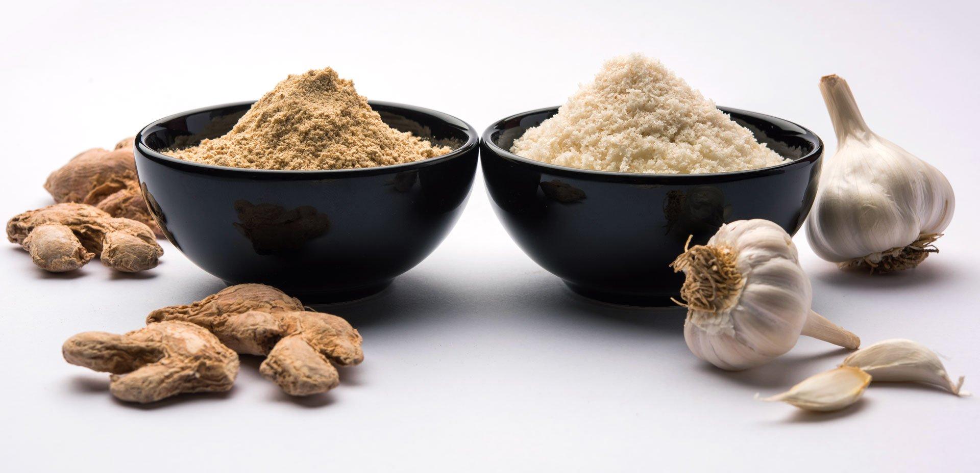 spezie: polvere d'aglio e polvere di zenzero