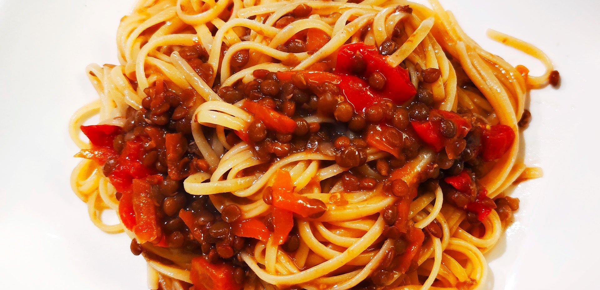 Tagliolini di mais e riso al ragù di lenticchie