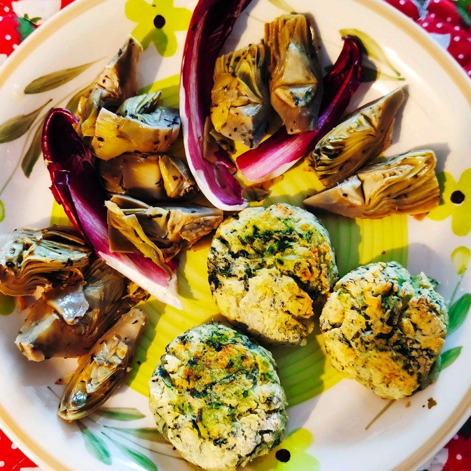 Polpette di spinaci e patate con carciofi alla salvia
