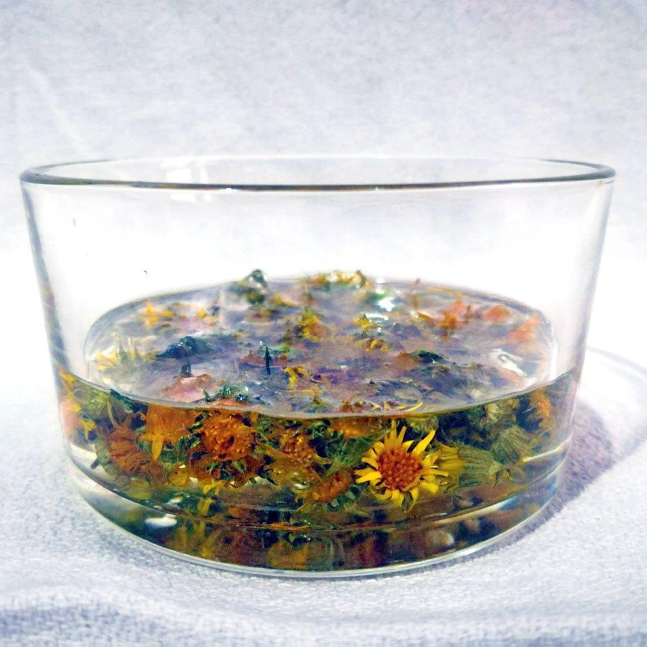 fiori di calendula in olio