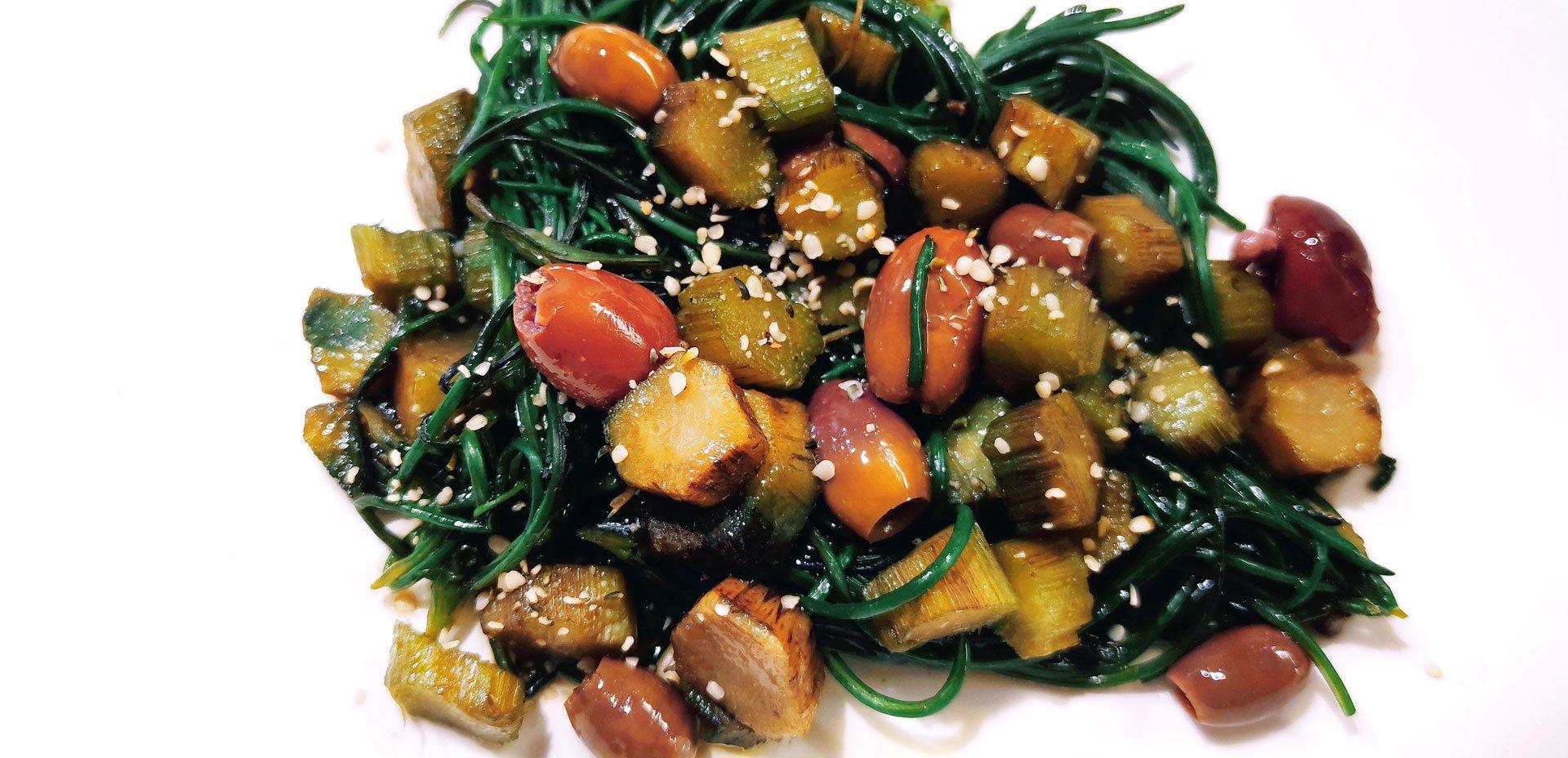 Spaghetti di agretti alle olive e gambi di carciofo