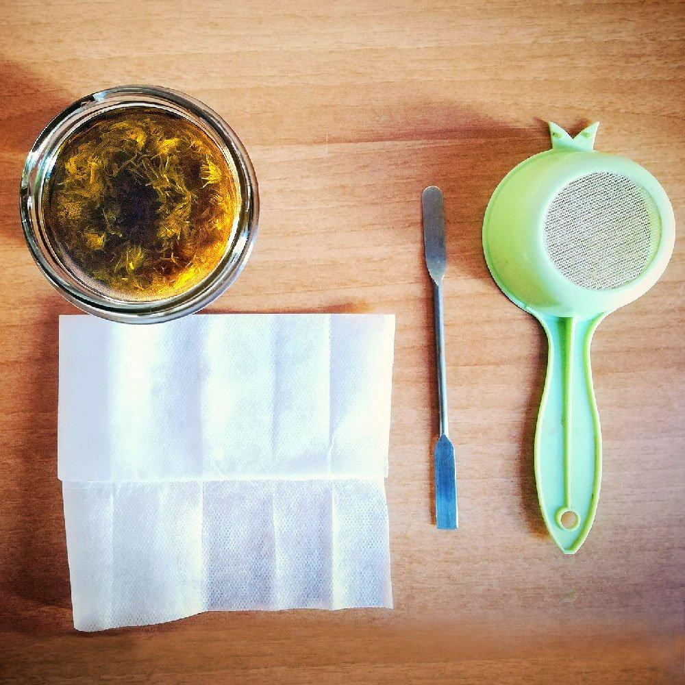 filtrare l'oleolito di calendula