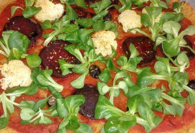 Pizza di quinoa in fantasia di verdure