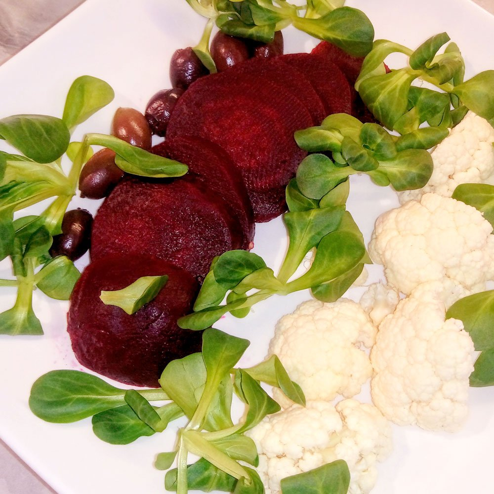 barbabietola, cavolfiore, olive, valeriana