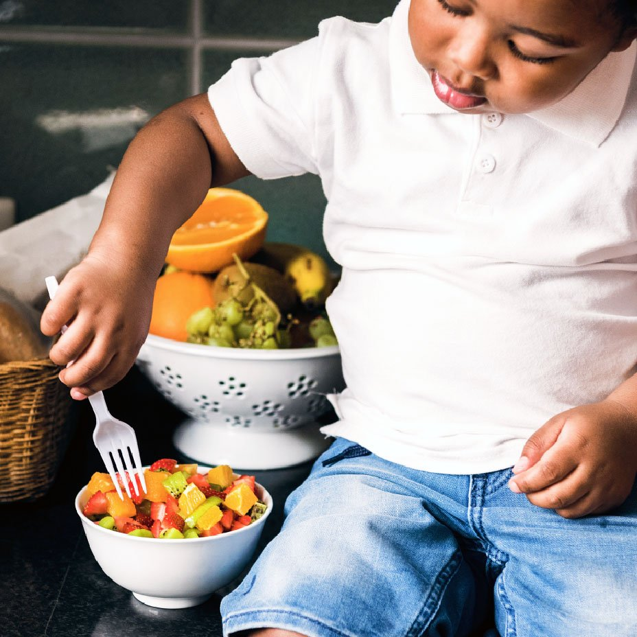bambino e frutta