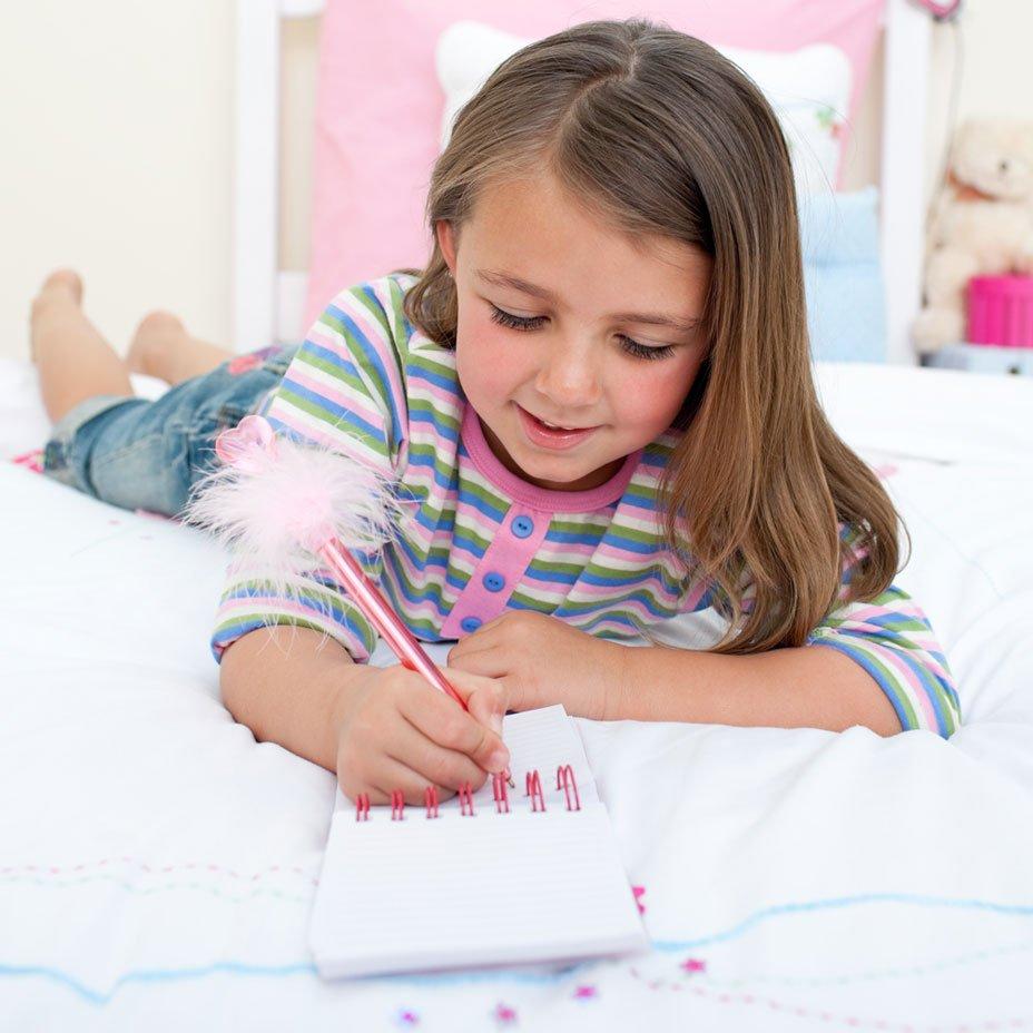 bambina scrive