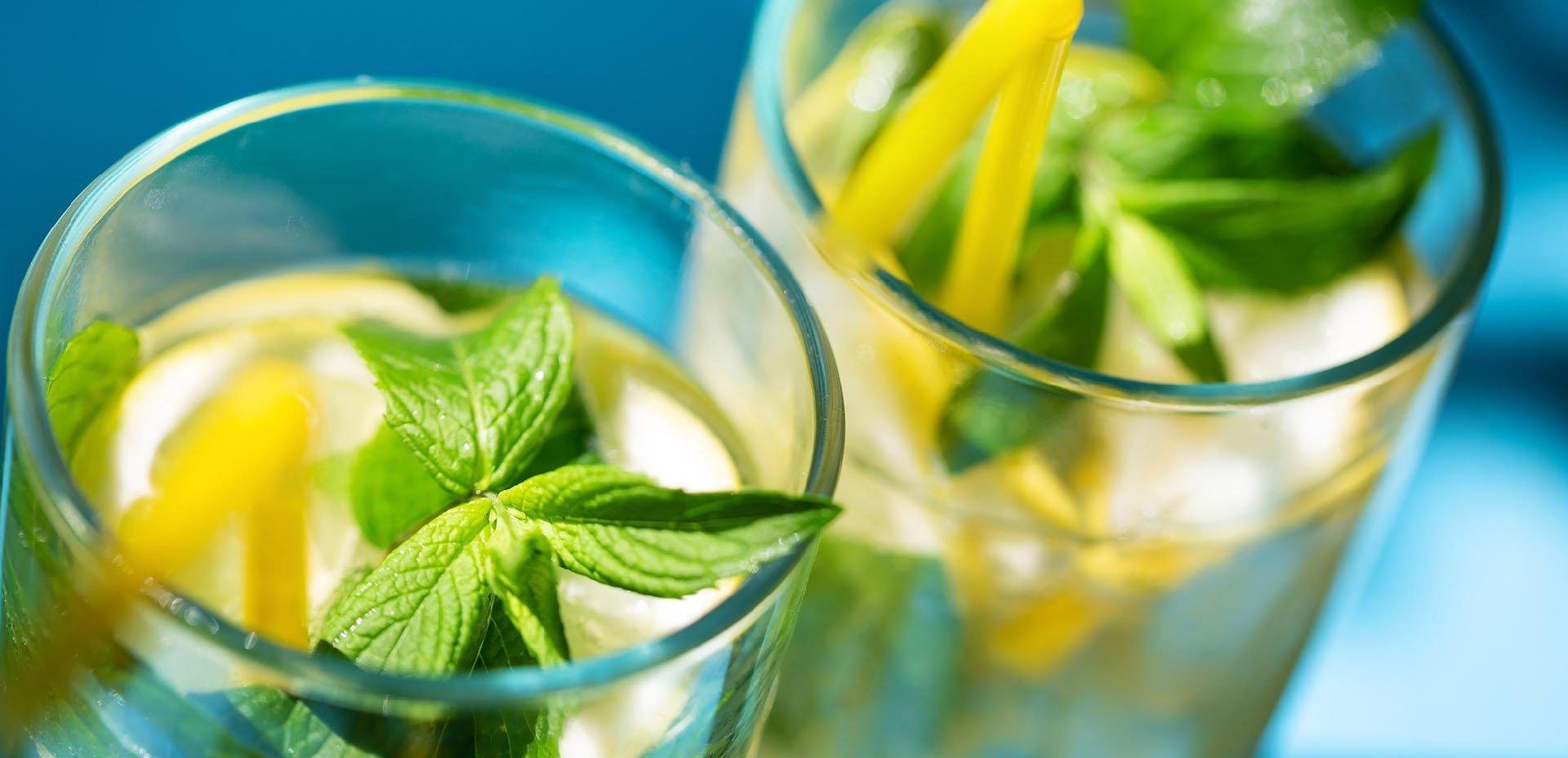 acqua al limone e menta