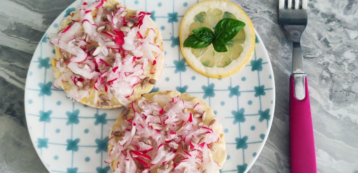 Gallette alla maionese di riso e ravanelli