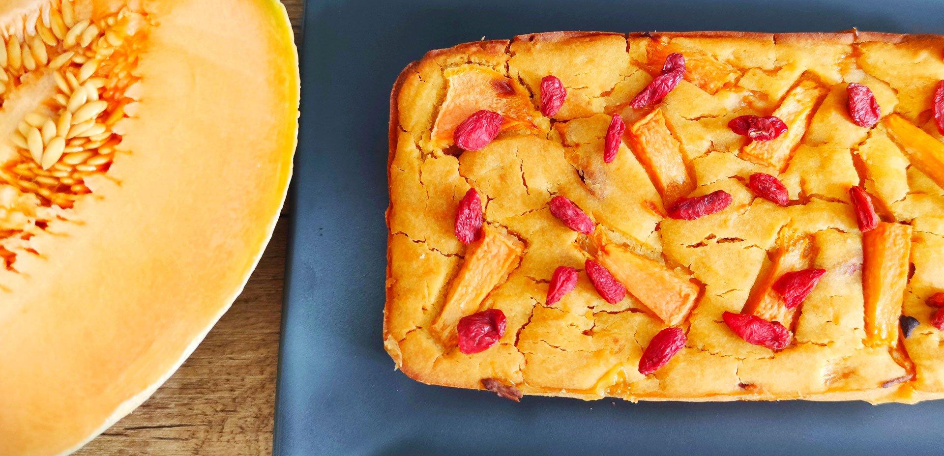 Plum cake al melone e bacche di goji