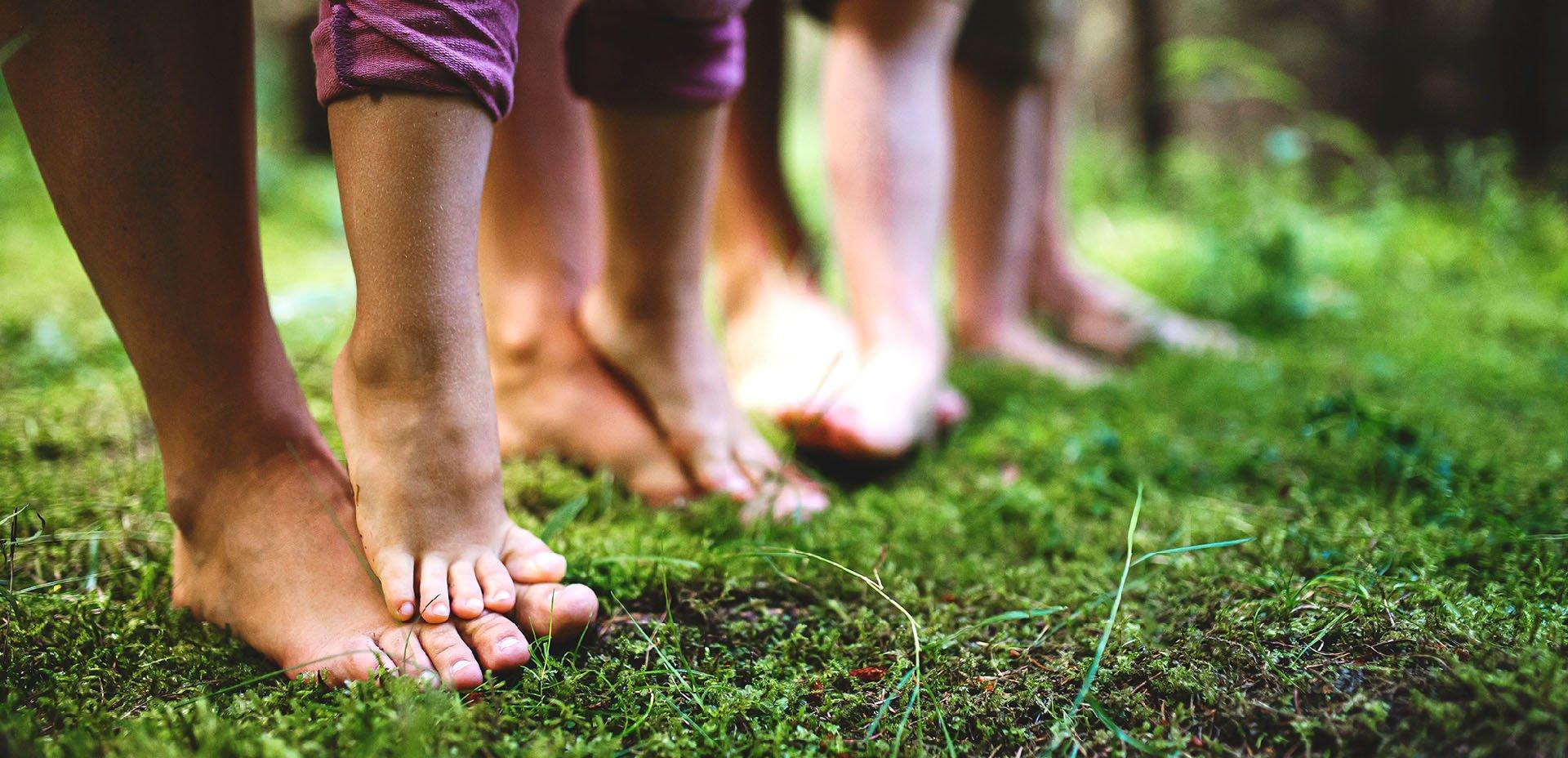 Ridurre le infiammazioni, camminare a piedi nudi