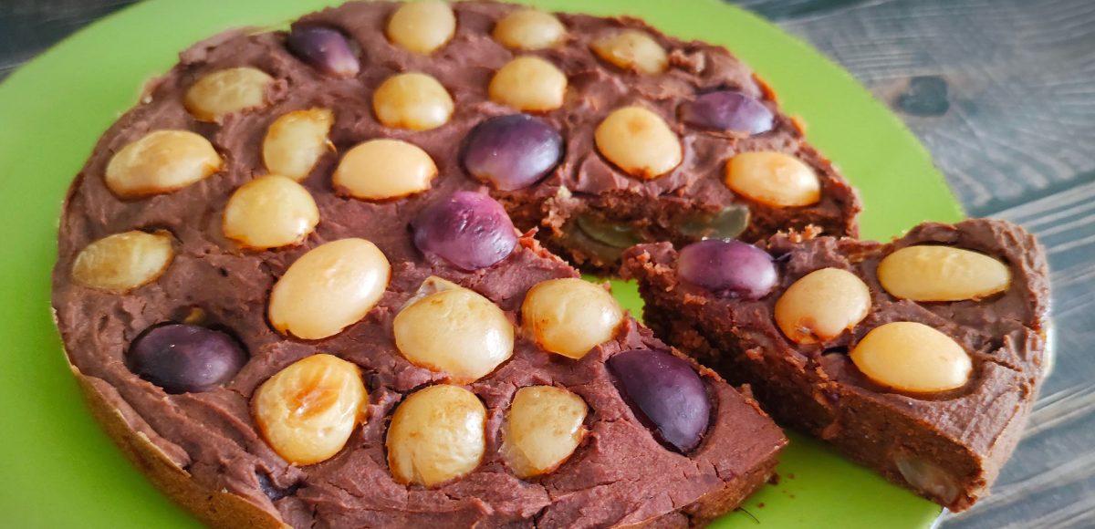 Torta vegana all'uva e cioccolato